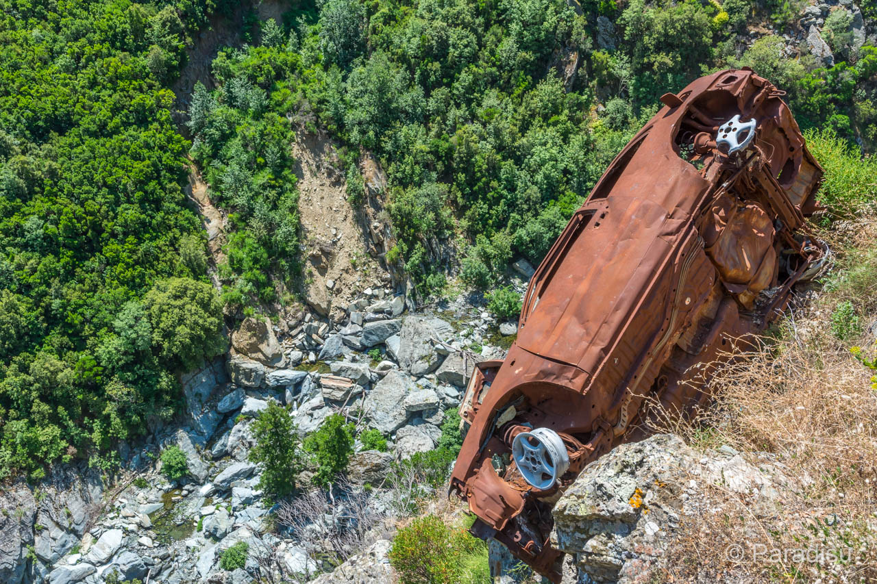 Korsikas Strassen Autowrack